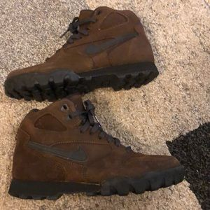 Nike hiking boots NEW size 8 never worn